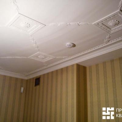 Кабинет на первом этаже, потолок. Другой ракурс