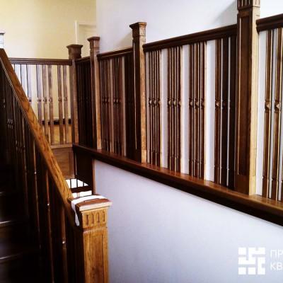 Лестница на второй этаж. Ступеньки и перила из дуба, изготовлено под заказ