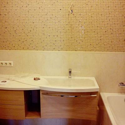 Ванная без зеркала и светильников