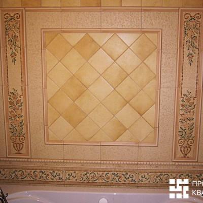 Панно из кафельной плитки на стене ванной