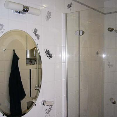 Малый санузел, стена с зеркалом