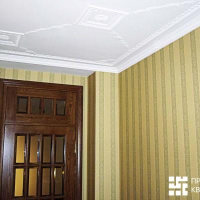 Кабинет на первом этаже. Дубовая дверь