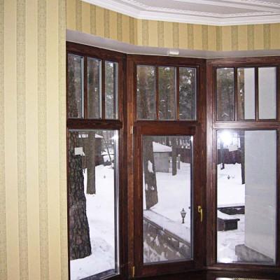Кабинет на первом этаже. Эркерное окно, деревянный стеклопакет