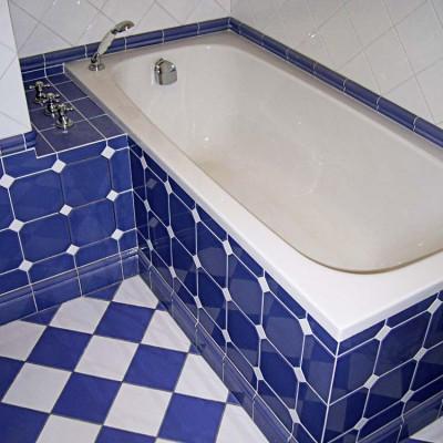 Ванная на втором этаже. Смесители встроены в полочку