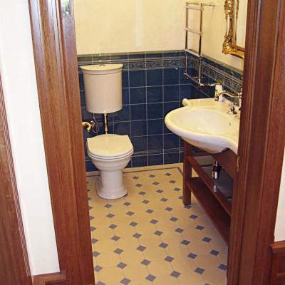Санузел на первом этаже (без ванны)