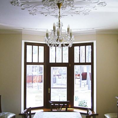 Эркерное окно в столовой