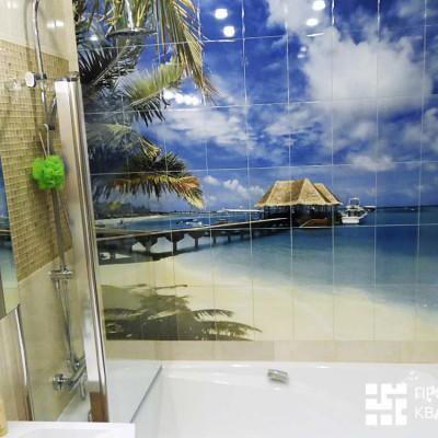 Фотопанно над ванной (напечатано под заказ на керамической плитке, фото предоставлено заказчиками)