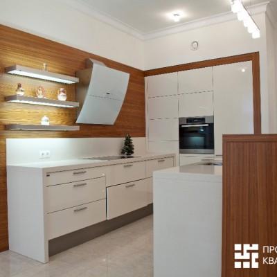 Кухня. Короб из ГКЛ изготовлен точно под размер встроенной в него мебели