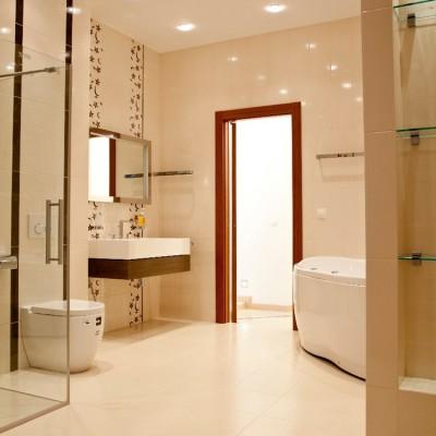 Ремонт квартиры на Вязовой. Ванная комната, вид со стороны спальни