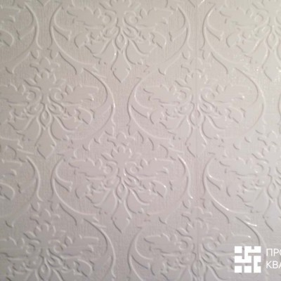 Стена в гостевом санузле. Керамическая плитка для бесшовной кладки, крупный план