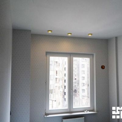 Детская. Стены оштукатурены и оклеены обоями, потолок сделан из гипрока. Установлен подоконник из натурального мрамора