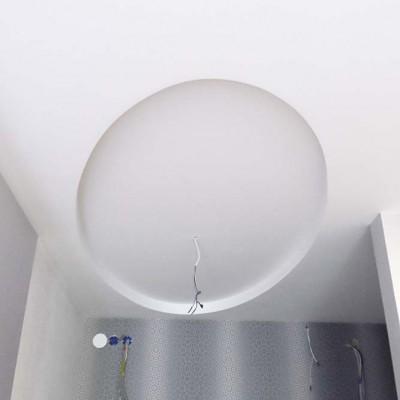 Прихожая. Потолок из ГКЛ с круглой нишей для люстры