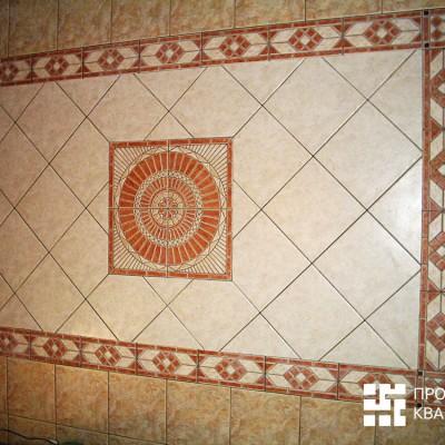 Панно с диагональной раскладкой и декоративным элементом в центре. Обратите внимание на края и углы - какая точность расчёта!