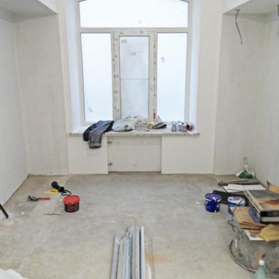 Ремонт квартиры на Жуковского. Под окном сделана ниша для батареи
