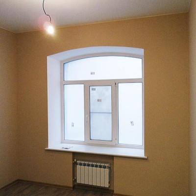 Ремонт квартиры на Жуковского. Окну кабинета тоже вернули форму 1880 года. Батарею спрятали в нише