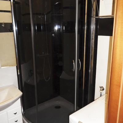 Ремонт квартиры на Жуковского. В подготовленную нишу установлена душевая кабина