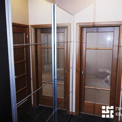 Ремонт квартиры на Жуковского. Прихожая, вид от входной двери. Прямо - дверь в гостиную