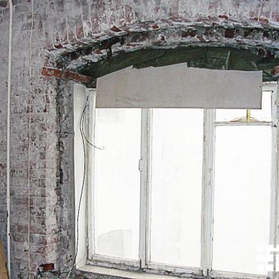 Ремонт квартиры на Жуковского. Восстановленное окно вблизи. Рама пока старая
