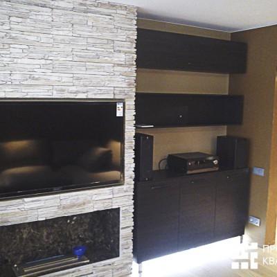 Ремонт квартиры на Королёва. Гостиная после установки камина, техники, части мебели