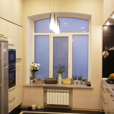 Ремонт квартиры на Жуковского. Кухонному окну вернули историческую арочную форму