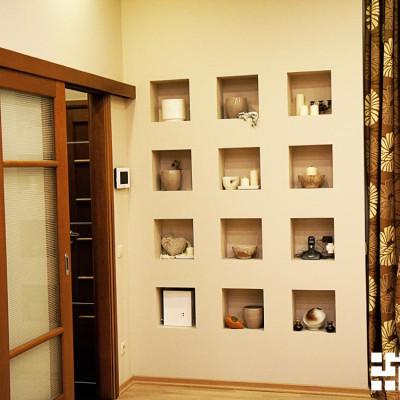 Ремонт квартиры на Жуковского. Короб из гипрока с декоративными полками