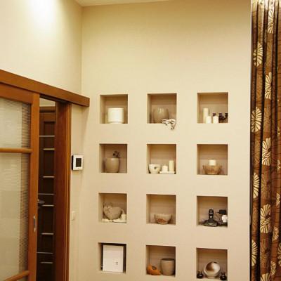 Ремонт квартиры на Жуковского. Слева дверь-купе в прихожую