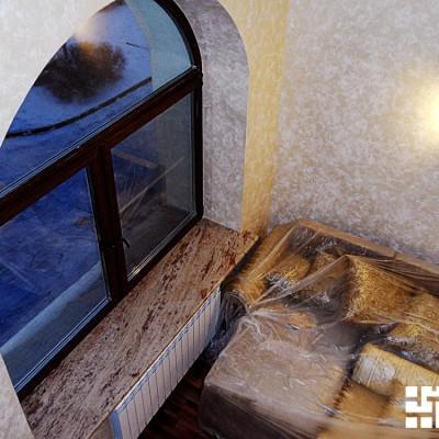 Окно кабинета, вид сверху. Подоконник из натурального камня (гранит)