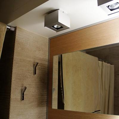 Ванная. Сверху короб из ГКЛ, в который спрятан вентиляционный механизм