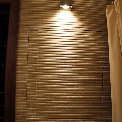 Ванная. В стене возле двери устроен ревизионный лючок. Фото лючка в закрытом виде