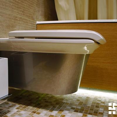 Ванна зашита деревянной панелью