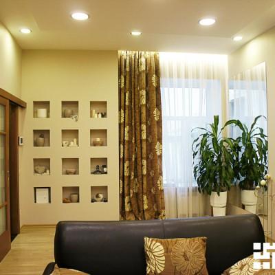 Гостиная. Закарнизная ниша со светодиодной подсветкой встроена в потолок из ГКЛ