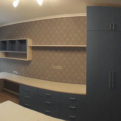 Комната сына, панорамный вид от кровати. Удалось очень точно подобрать мебель под размеры помещения